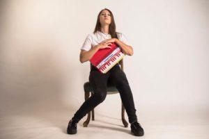 Giuliana Mei presenta a Na Cosetta di Roma il disco d'esordio Diventeremo Adulti