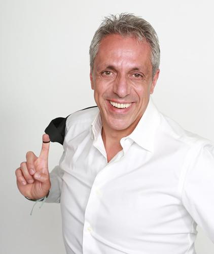 Max Pisu, con lo spettacolo Recital, sarà in scena all'EcoTeatro di Milano