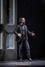 Lo stronzo, lo spettacolo della compagnia Teatro delle Temperie di Bologna per la prima volta a Roma sul palco del Teatro Spazio Diamante