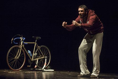 Davide Tassi in Avrei voluto essere Pantani al Teatro Villa Pamphilj di Roma
