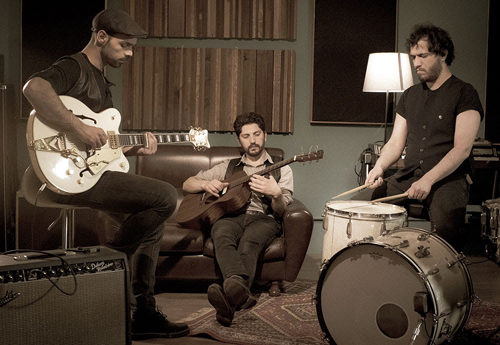 Gunbender è l'album d'esordio del trio torinese I Shot a Man