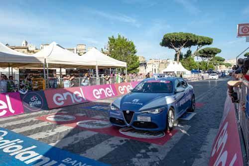 La Polizia Stradale accompagna la 102^ edizione del Giro d'Italia