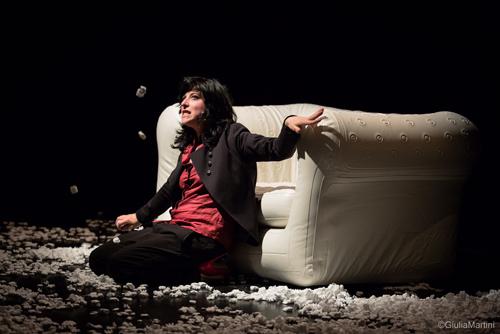 Modern Family 1.0, lo spettacolo in scena all'OffOff Theatre di Roma