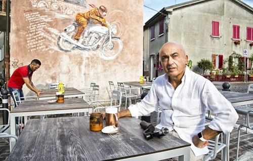 """Continua l'appuntamento con """"Romagnoli Dop"""", la web serie sui romagnoli di Paolo Cevoli. Online la quarta puntata"""