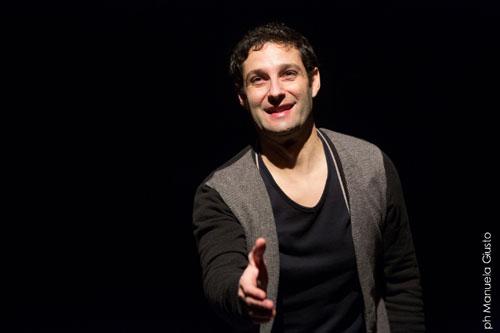 Tindaro Granata arriva all'OffOff Theatre di Roma con lo struggente spettacolo Antropolaroid
