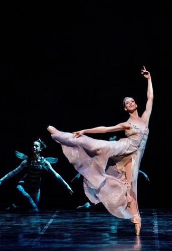 Cenerentola, balletto in due atti di Luciano Cannito su musica di Sergei Prokoviev con Virna Toppi in scena al Teatro Brancaccio di Roma