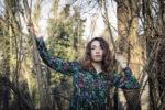 Mercoledì 12 giugno a Milano Ylenia Lucisano presenta live il suo nuovo disco Punta da un chiodo in un campo di papaveri