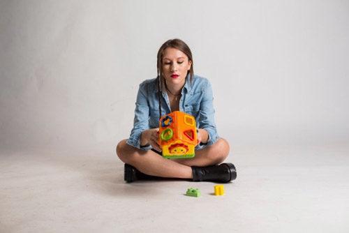 Diventeremo Adulti, il disco d'esordio di Giulia Mei. La presentazione alla Discoteca Laziale di Roma