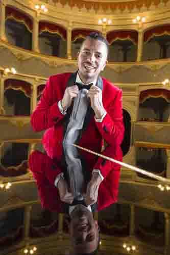 Mirko Casadei torna in radio con un nuovo singolo che ricorda le caldi notti estive