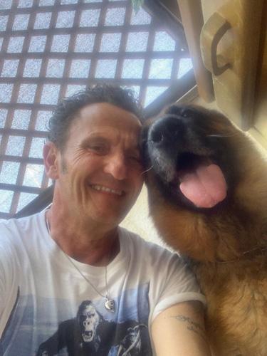 Arriva BAU (Animal Urgency) soccorso cinofilo con Enzo Salvi e i Centouno a Terrazze Teatro Festival
