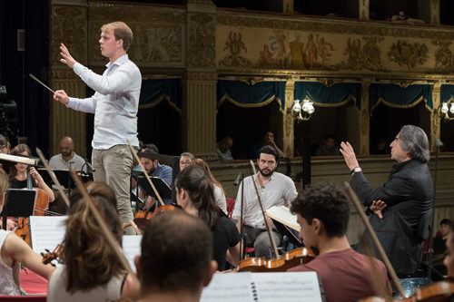 Riccardo Muti presenta i giovani direttori della sua accademia