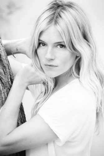 Venezia 76. Sienna Miller in Laguna per ricevere il Kinéo International Award