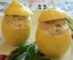 Limoni ripieni di crema di tonno e capperi