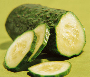 Il cetriolo, la verdura che combatte i grassi e le rughe