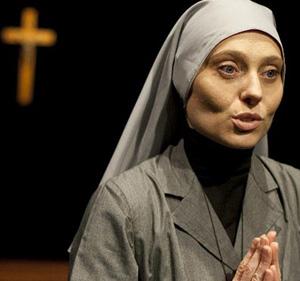 Riverisco Madre, lo spettacolo in scena al Teatro Due di Roma