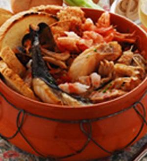Zuppa di calamari, gamberi e cozze