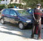 Per combattere la noia, dodici adolescenti, gettavano sassi sulle auto in transito