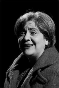 Senza sipario. Sentimenti all'asta al Teatro Remigio Paone Nunzia Schiano e il suo one women play