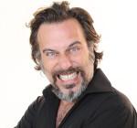 Dario Cassini con lo spettacolo Passerotto puoi andare via… remix al Parco del Celio