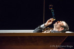 Chi non lavora, non, lo spettacolo teatrale di Paolo Trotti, con Amedeo Romeo in scena al Complesso San Bernardino di Toffia
