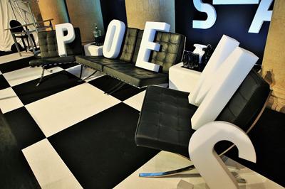 Ritratti di Poesia.140 – Una poesia in un tweet