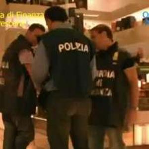 Aeroporto di Fiumicino, Polizia e Guardia di Finanza arrestano corriere con quattordici chili di cocaina