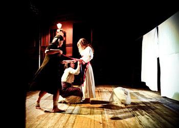 Ninetta e le altre, lo spettacolo della compagnia Errare Persona in scena al Teatro Bertolt Brecht di Formia
