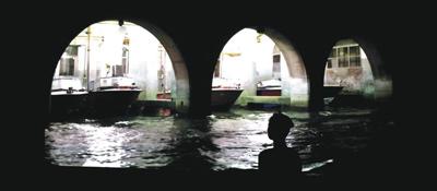 Protocolli e derive veneziane, il progetto espositivo di Antoni Muntadas