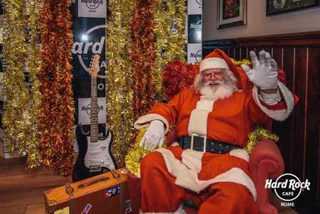 Breakfast with Santa, babbo natale e gli elfi si danno al rock