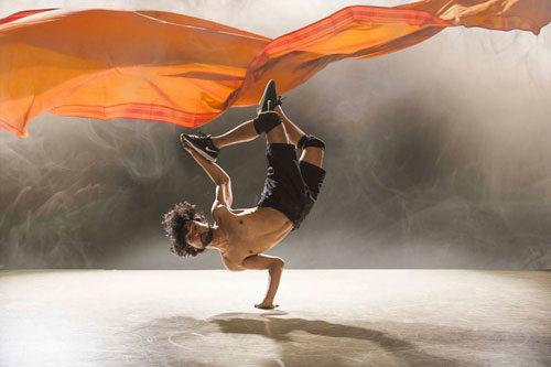 Material Men redux, danze sulla memoria tra identità e colonialismo