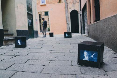 Installazione di Joshua Cesa Prisoners all'ex lavanderia di Roma