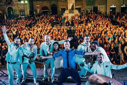 Mirko Casadei, continua il tour Sono romagnolo con l'orchestra Casadei