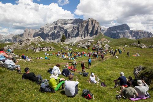 #Dolomitesvives, nell'arena naturale di Passo Sella l'opera lirica in lingua ladina