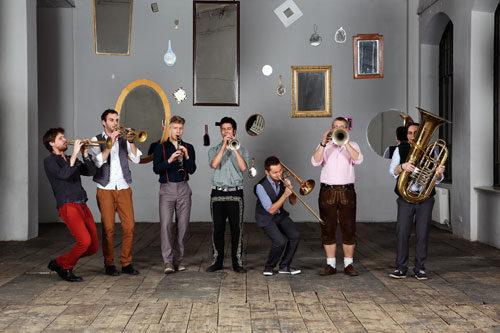 Federspeil sette ottoni per un gioco di riflessi in musica