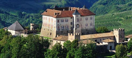 Il gruppo Folklorando in concerto a Castel Thun