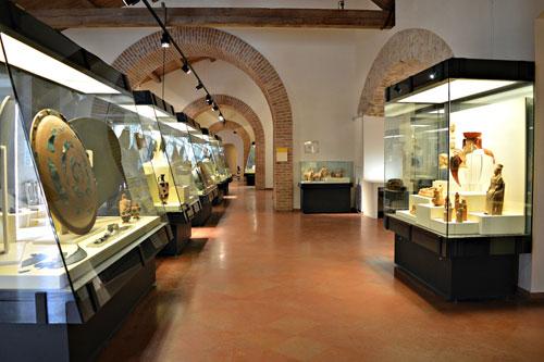 Artificialia, la mostra al Museo Archeologico Nazionale Vito Capialbi di Vibo Valentia