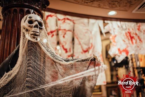 Halloween all'Hard Rock Cafe si entra solo se paurosamente mascherati l'hard Rock Cafe Roma è The Rocking Dead