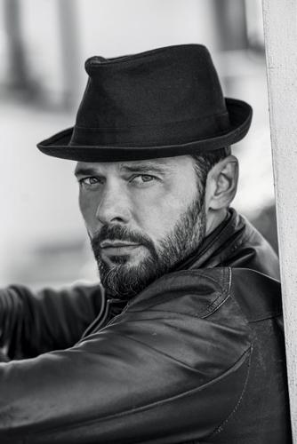 Luca Seta torna al cinema nel cast di Nove lune e mezza, il nuovo film di Michela Andreozzi