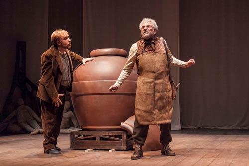 Maschere La giara e La patente di Luigi Pirandello con Enrico Guarneri al Teatro Quirino di Roma.