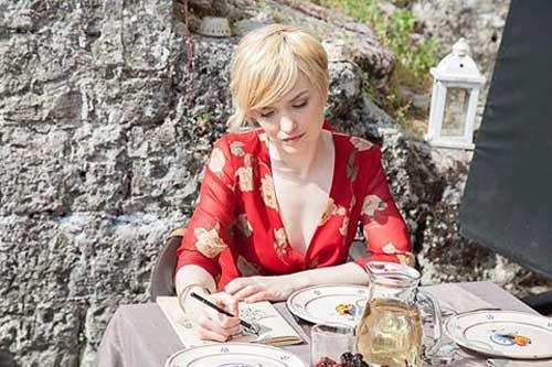 Angelique Cavallari vince un premio come migliore attrice protagonista per il film Seguimi