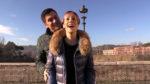 Federico e Chiara, i due cugini romani scherzano sui sacchetti dell'ortofrutta