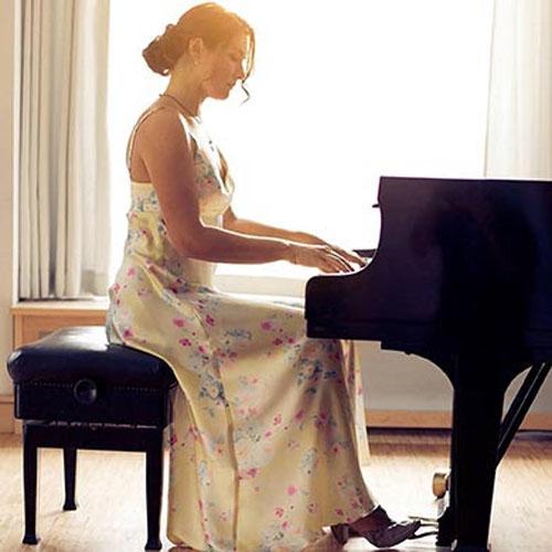 Antonija Pacek, il primo tour italiano della pianista neoclassica definita
