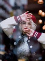"""Emma, il suo sesto album di inediti """"Essere qui"""" è certificato Oro! Da venerdì 2 marzo in radio il nuovo singolo Effetto Domino"""