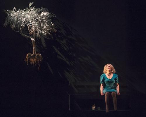 A volte ritornano, lo spettacolo in scena al Teatro Sannazaro di Napoli il 6 e il 7 aprile
