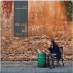 Luca Barbarossa presenta il vinile del suo ultimo album Roma è de tutti