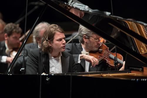 Bach e Mozart: universi a confronto per il concerto di David Fray, sul podio e al piano con l'Orchestra Cherubini