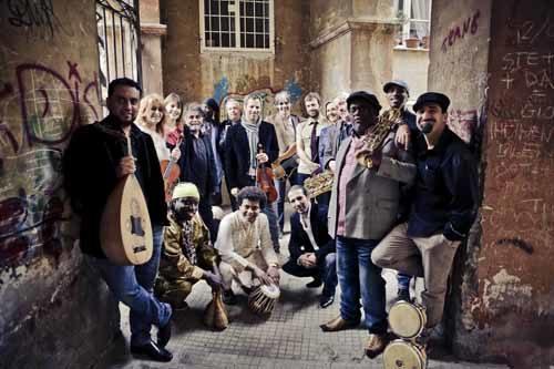 I suoni di tutto il mondo nell'isola di legno dell'Orchestra di Piazza Vittorio a Palazzo San Giacomo