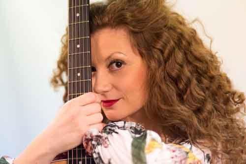 """Eleonora Bianchini in concerto sul palco del Lian Club a Roma con il suo album """"Surya"""""""