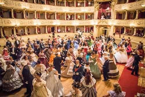 """La Compagnia Nazionale di Danza Storica di Nino Graziano Luca incontra la Grande Opera  al """"Macerata Opera Festival"""""""