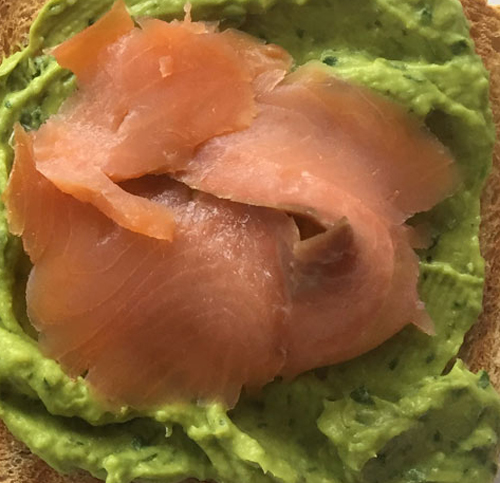 Lo scrigno con salmone e crema di avocado